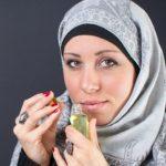 """Muslimah """"Yang Baik"""" Boleh Pakai Parfum"""