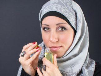 Muslimah Pakai Parfum