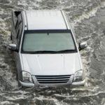Tips Aman Mengendarai Mobil Saat Banjir