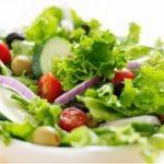 Sedang Diet? Jangan Tambahkan Topping Ini Pada Salad!