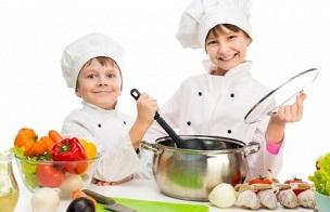 anak belajar masak