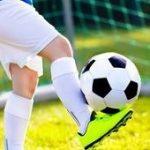 Cetak Gol Dengan Sepatu Buatan Sendiri