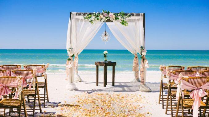 pernikahan di pantai